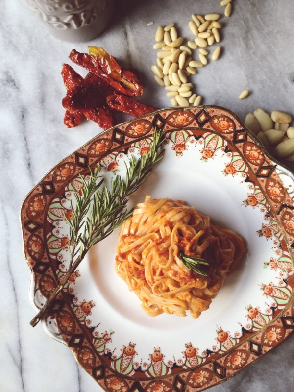 Healthy Italian pasta recipes: get the dried tomatoes pesto recipe and more healthy Italian recipes on Gourmet Project, an Italian food blog based in Rome.