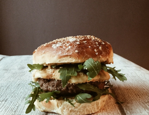 Brie recipes cheeseburger with mustard, honey and caramelized shallots by Gourmet Project