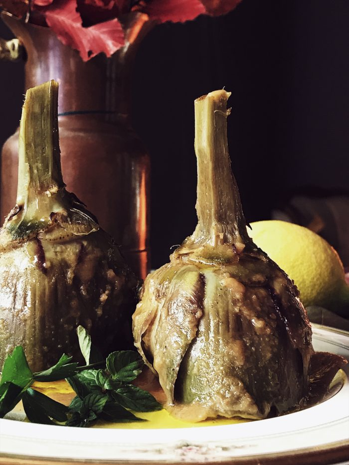 Roman style mint and breadcrumbs stuffed artichokes, by Gourmet Project, a Rome based Italian food magazine and blog. #italianrecipes