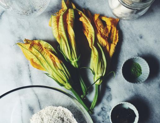 zucchini flowers stuffed with mozzarella and matcha