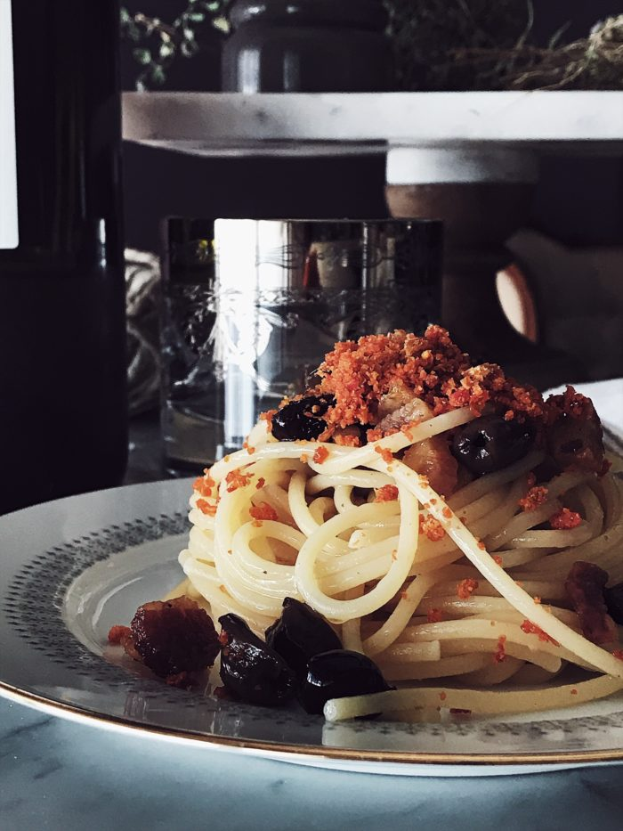 Recipes with sun dried tomatoes that are fast, easy and super tasty. Get this pancetta and tomato breadcrumbs pasta and more Italian gourmet recipes on GP.