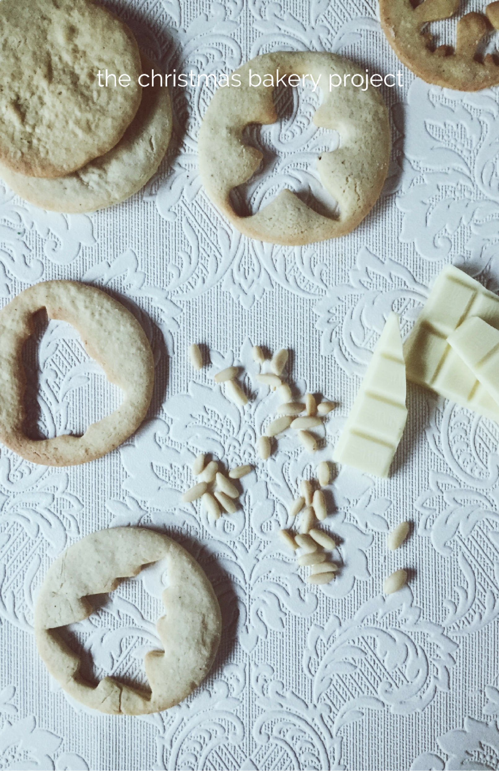 Italian christmas cookie recipes: pine nuts, mascarpone and white chocolate icing