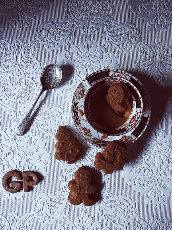 Italian Christmas Cookie Recipes: gingerbread cookies and zabaione cream