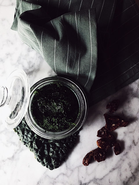 kale pesto recipe, made crunchy by almonds, sweet by raisins and fancy by dried tomatoes