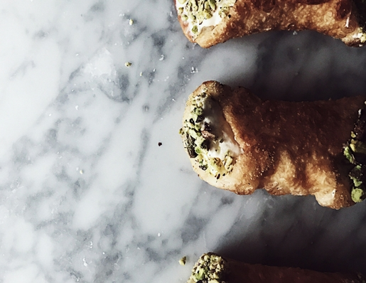 deep fried pizza recipes: savory cannoli stuffed with stracchino, pesto & pistachio grain