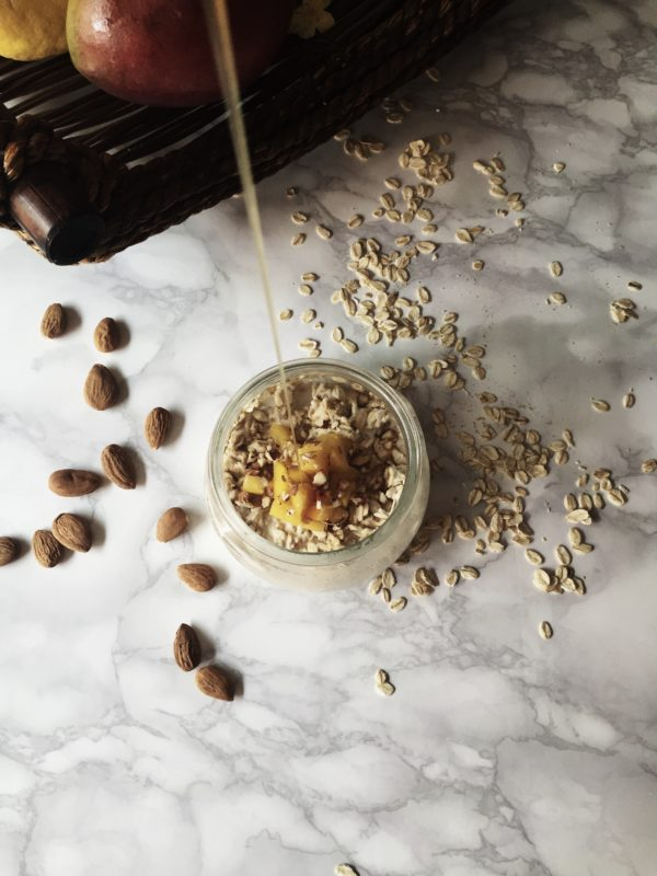 overnight oats with yogurt, with mango & walnuts by Gourmet Project