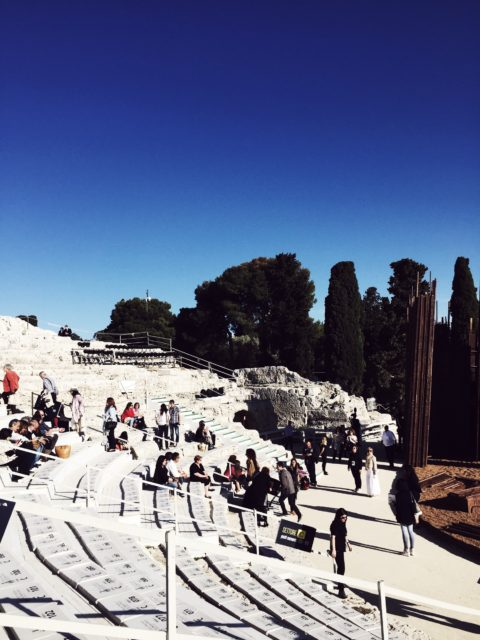teatro greco di siracusa: vedete il cambio della luce a mano a mano che procede lo spettacolo?