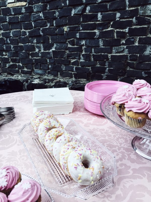 My niece's baptism was a triumph of pink, sweetness and girly DIY. Sister, E and I made a great teamwork :-).