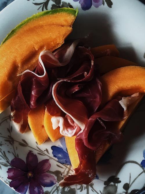 how to serve prosciutto e melone