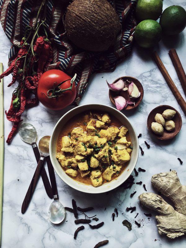 pollo al curry ricetta originale alla balinese: profumato dal lemongrass, ammorbidito dal latte di cocco e speziato dal peperoncino