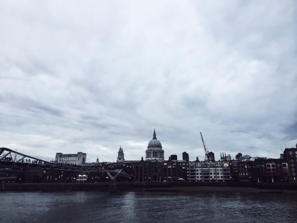 Here are my London's 2016 adventures, let's call it my gourmet guide to London, 2016… cause things change . Doing Fell in love with Biscuiteers: an icing (!!!!) café. Discovered London's so called Nappy Valley. Like every time I go there, had my girly walk at Marylebone, collecting inspiration at the Conran Shop and pit stopping at the Natural Kitchen for a chai latte. This time I also crossed the street to buy Pierre Marcolini's 5 pounds eclairs (yes I know, but you know…) and headed to a bench in the park for a luxurious choco breakfast, the way I like it. Antique shopped at the Jubilee Market in Covent Garden (Mondays are for antiques). Went to the National Portrait Gallery for Picasso, but ended up visiting Eggleston...