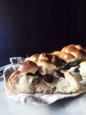 Italian sweet Easter bread recipe: Pan di ramerino with raisins #gourmetproject #breadrecipes #italianrecipe