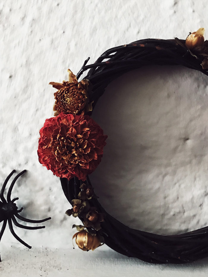 dried flowers Halloween decor