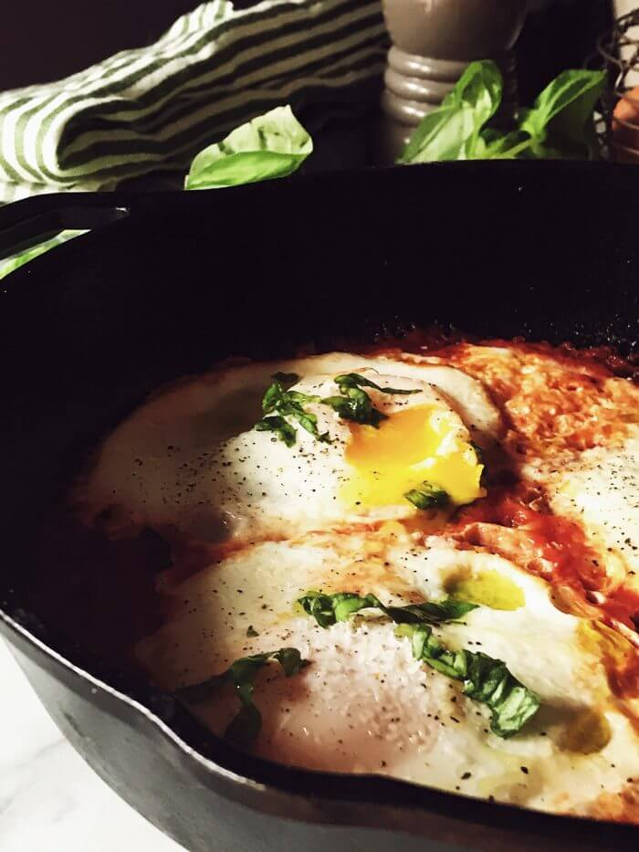 Italian eggs in purgatory: the authentic Neapolitan recipe