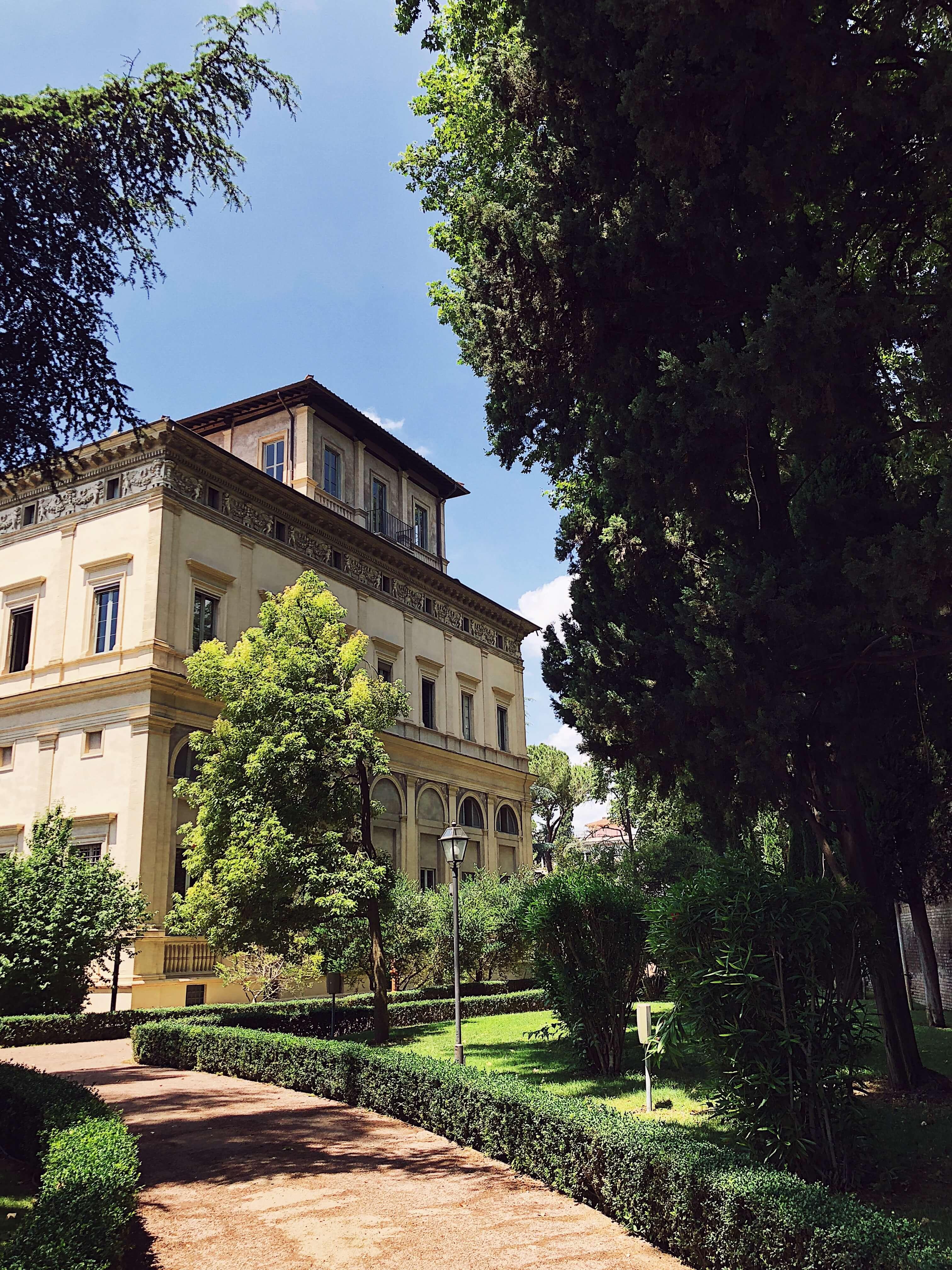 Italian cuisine magazine: villa farnesina in Rome #thegourmetmag #italy