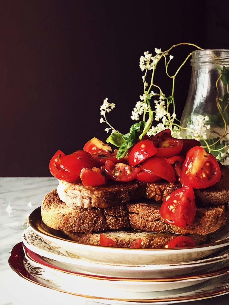 tomato bruschetta recipe with fresh tomatoes, garlic and basil
