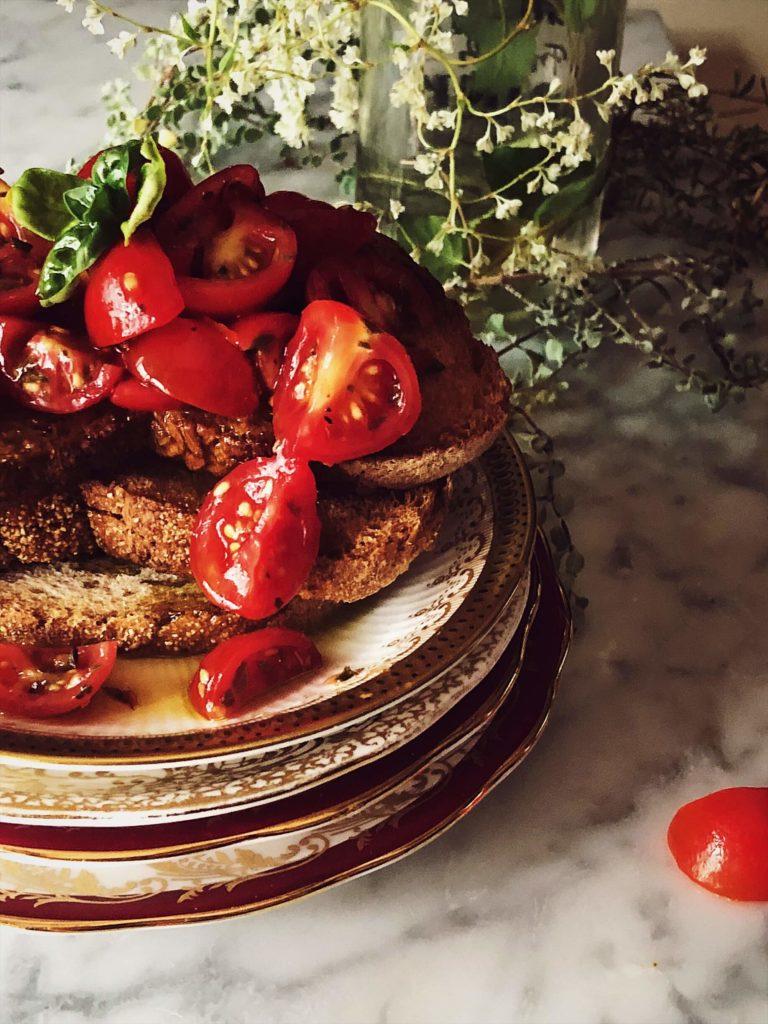 Authentic Italian bruschetta al pomodoro recipe with fresh tomatoes and basil #gourmetproject #italianrecipes