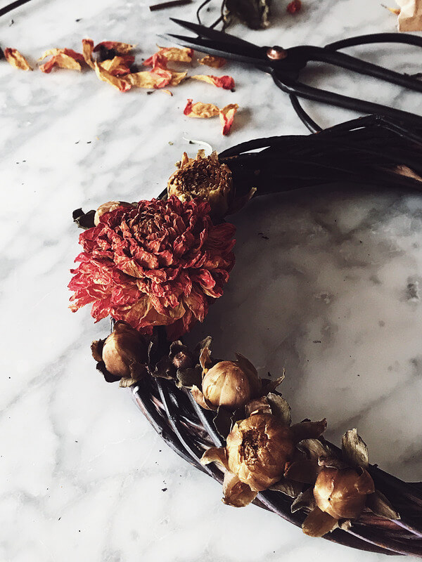 food magazine pic of a Halloween wreath made with dried flowers