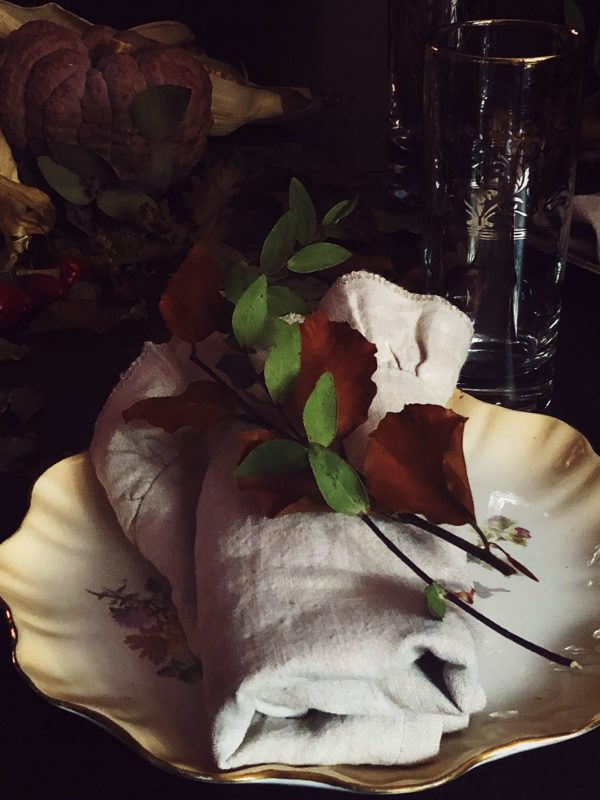 Fall table decor ideas: brown leaves and eucalyptus branches