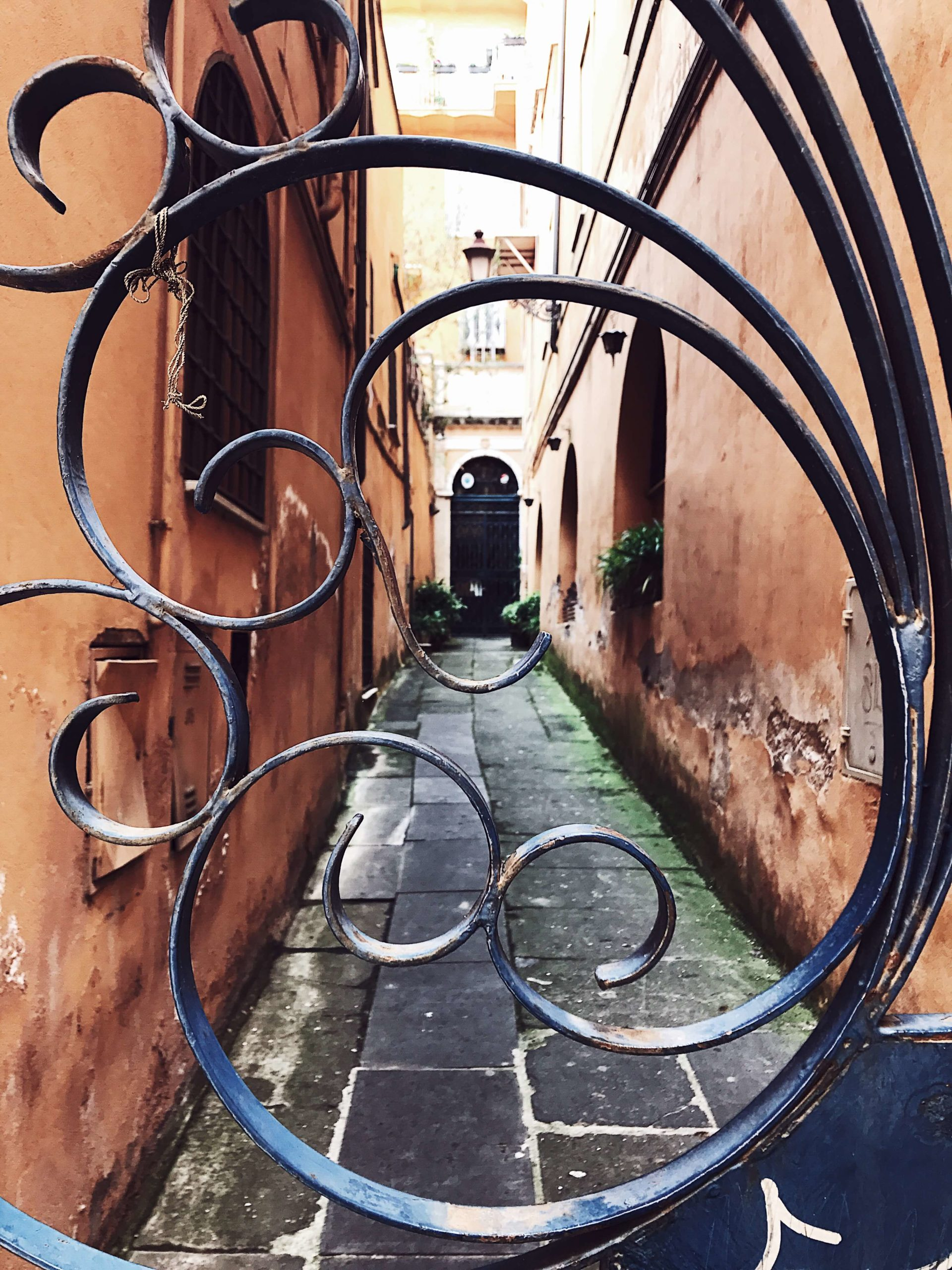 Rome in pictures: a gate in via Margutta
